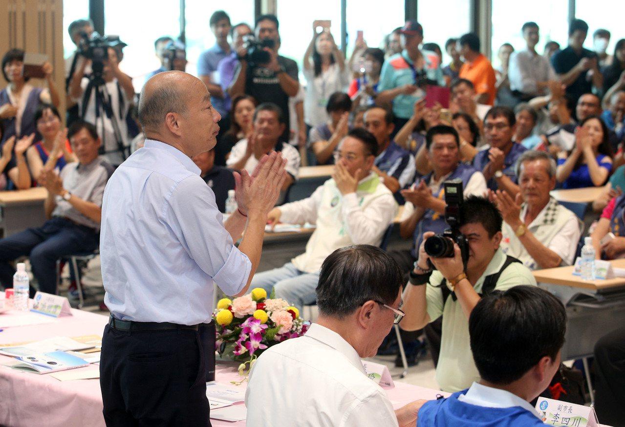 高雄市長韓國瑜的基層請益開講列車今天開到林園區,林園地方人士發言踴躍。記者劉學聖...