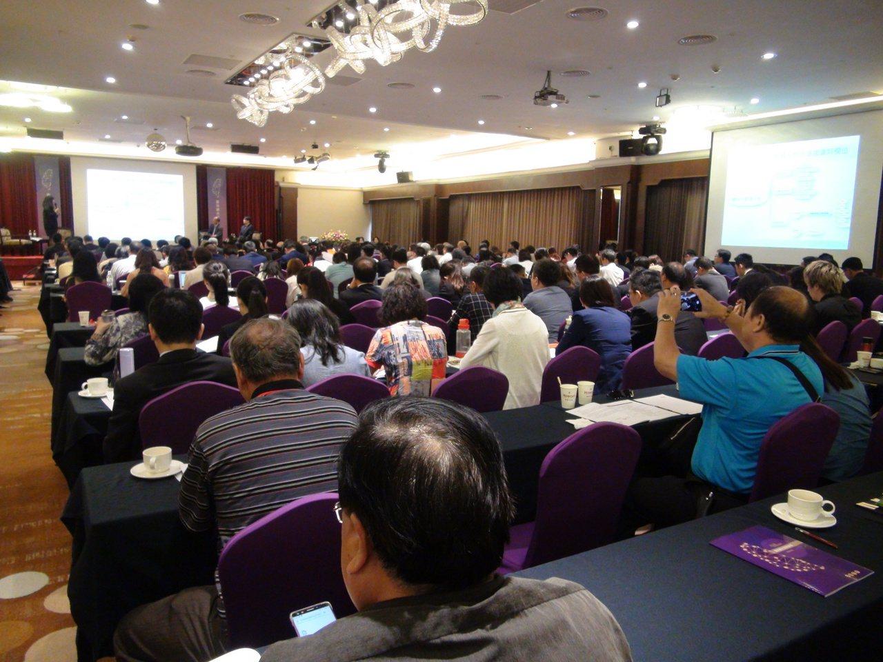第五屆台灣觀光發展論壇今日在台中舉行,吸引國內重量級產官學領域專家報名參加。記者...