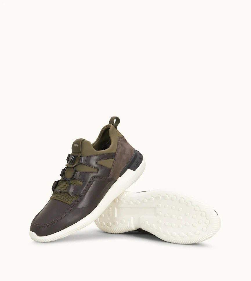 No Code Shoeker軍綠色男士休閒鞋,售價25,300元。圖/TOD'...