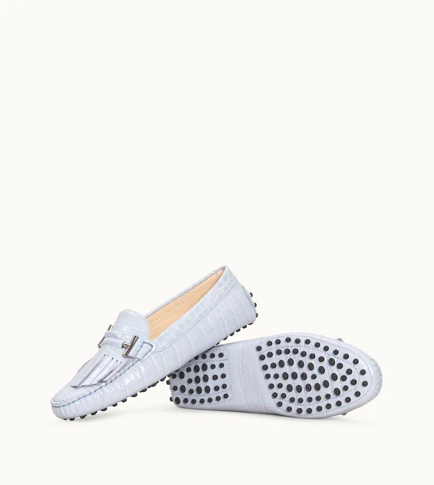 鱷魚壓紋皮革流蘇飾釦女士豆豆鞋,售價21,600元。圖/TOD'S提供