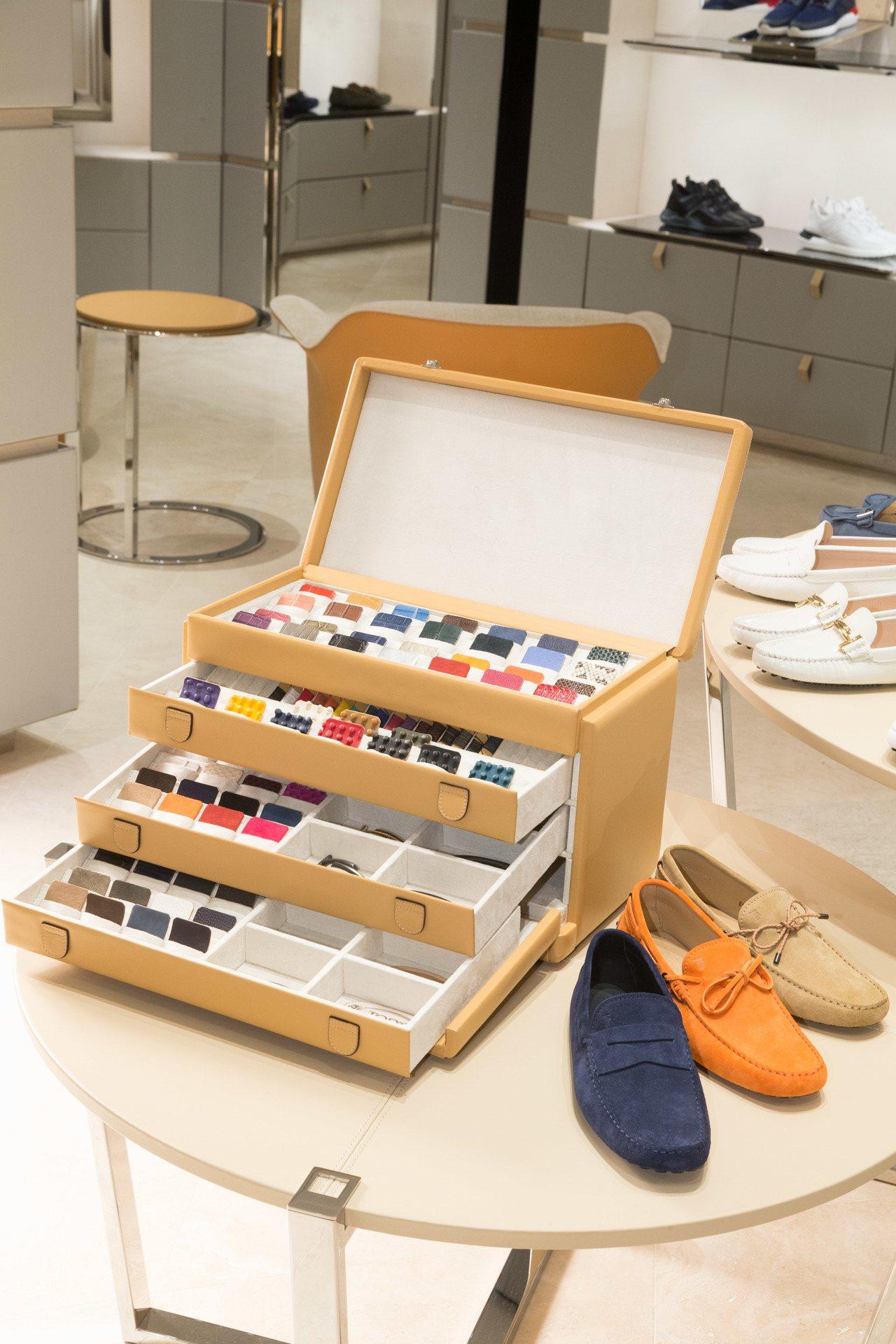 為慶祝重新開幕,TOD'S台中新光三越概念店推出My Gommino的豆豆鞋訂製...