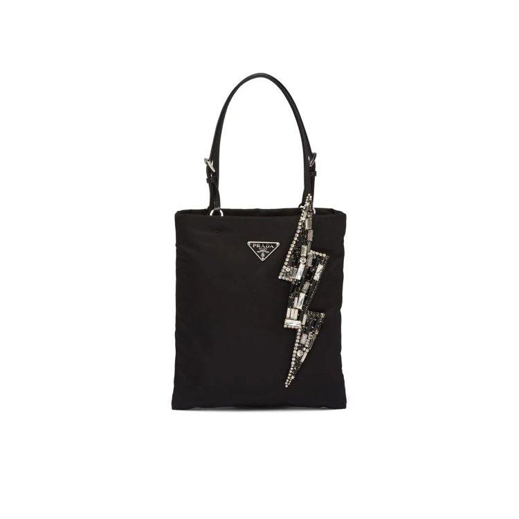 漢神店獨家閃電裝飾尼龍手提鍊帶包,38,500元。圖/PRADA提供
