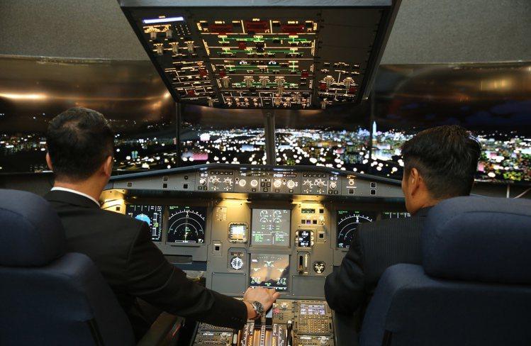 台北101年度珠寶腕表展引進空中巴士A320全座艙模擬機教室。記者徐兆玄/攝影