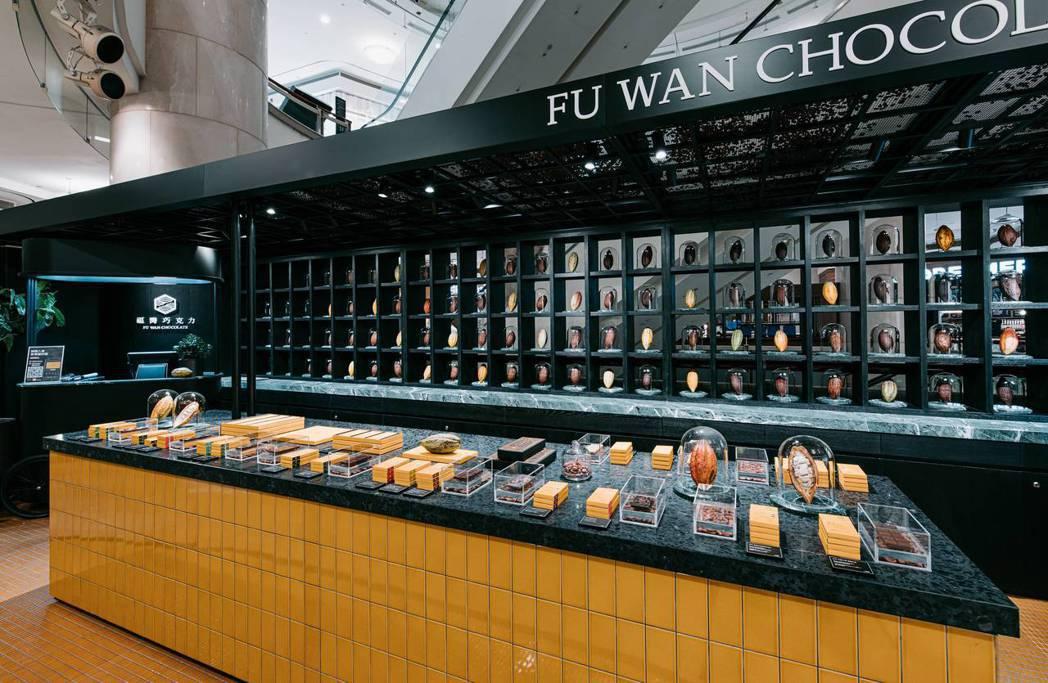 門市主牆面猶如歐洲博物館的古典展示牆。圖/福灣巧克力提供