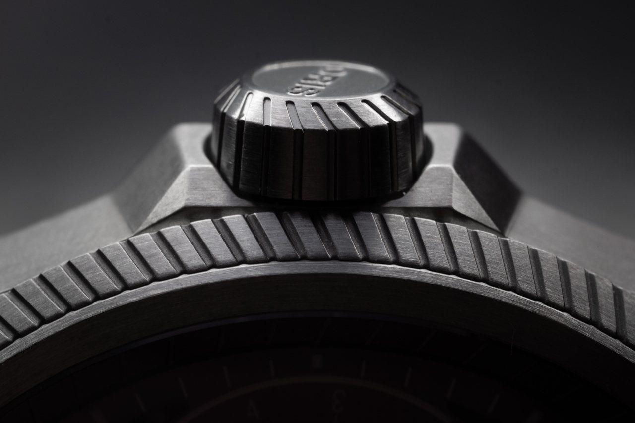 Pro Pilot X Calibre 115腕表表冠承襲飛行表大表冠的設計。圖...