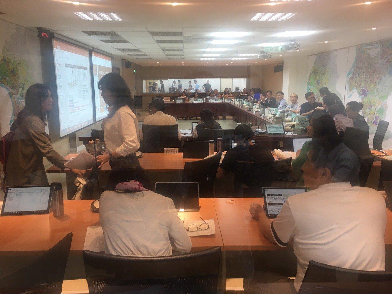 台北市政府昨日進行北投區都市計畫通檢第2次專案小組會議,討論士林北投科技園區開發...