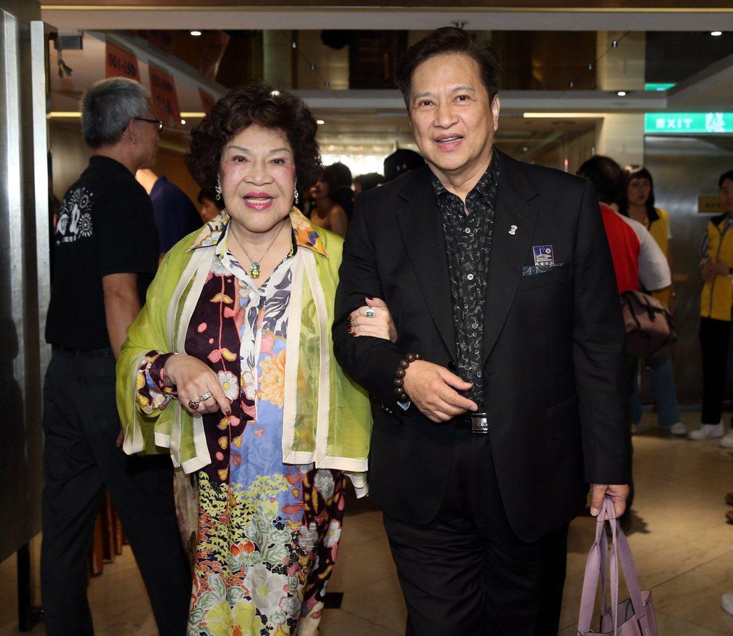 關懷演藝人員中秋節聯歡餐會,李朝永與周遊夫妻出席。記者曾吉松/攝影
