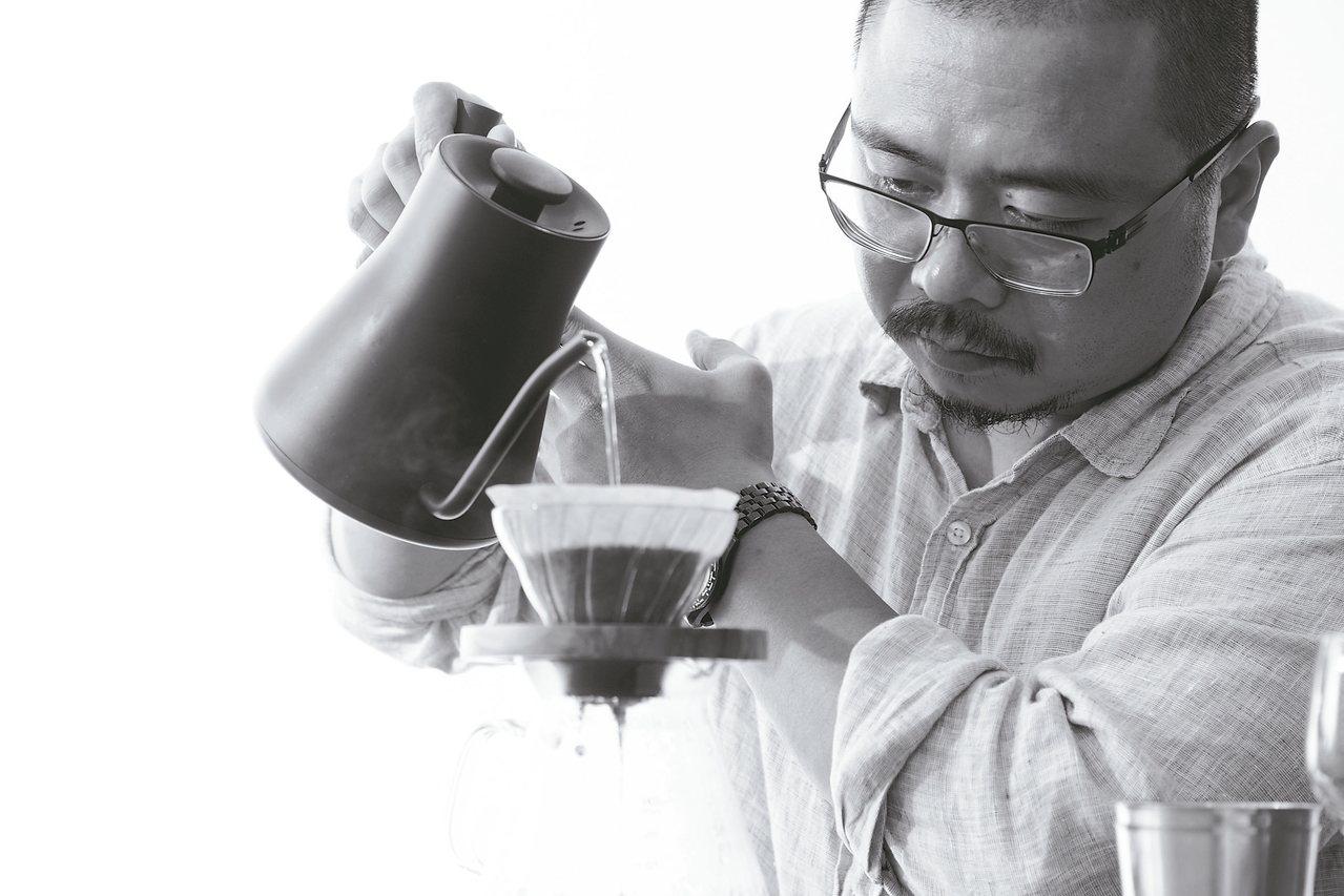 賴昱權(Jacky Lai)就讀大學時第一次到咖啡店打工,便一頭栽入咖啡世界...