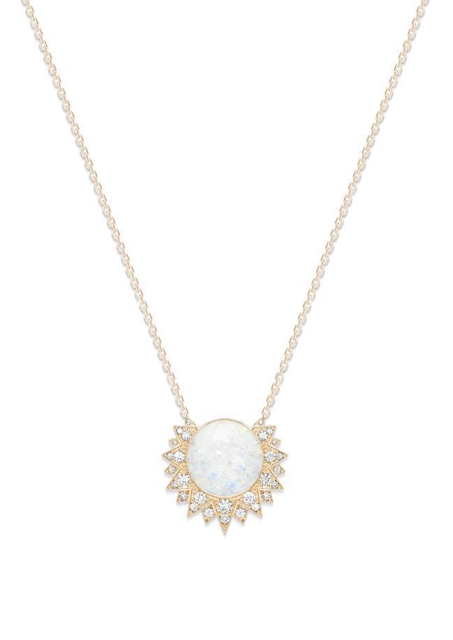 蛋白石是伯爵1960年代起就廣泛運用的高級珠寶素材,其如幻影般的繽紛遊彩會因每個...