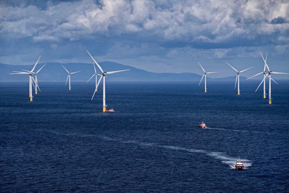 離岸風電開發商沃旭能源下半年開出40個職缺,包括環安衛、專案管理、工程建設等領域,經理級4萬起跳。圖/翻攝自沃旭臉書