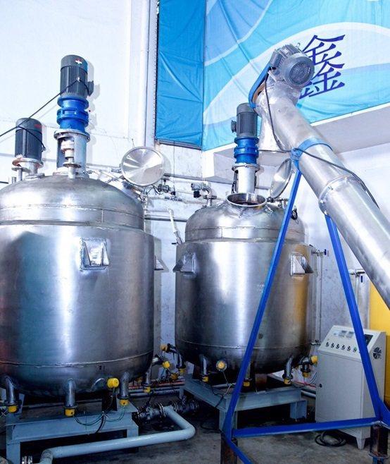 GP-860專利環保自動化煉金設備中剝金系統裡的反應攪拌槽,配有溫控,確保反應運...