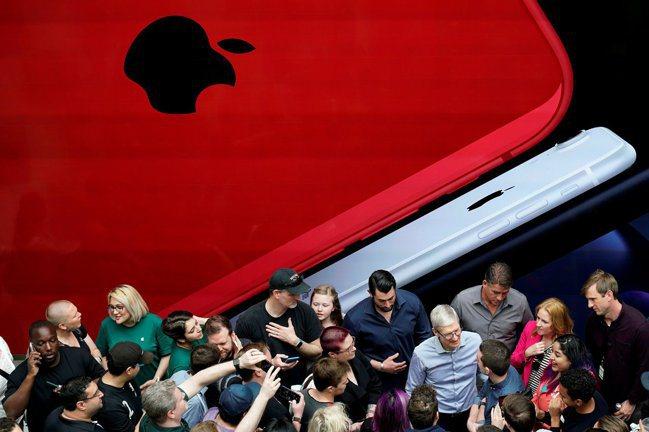專家評論,iPhone銷售的「超級周期」恐難再現。圖/路透