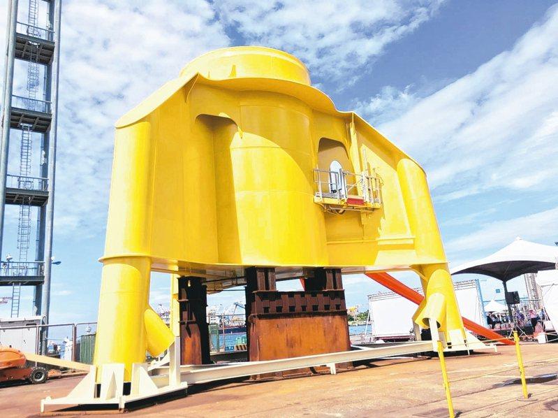 興達海基與沃旭能源技術合作的首座水下基礎轉接段原型,今日在高雄曝光。 記者戴慧瑀/攝影