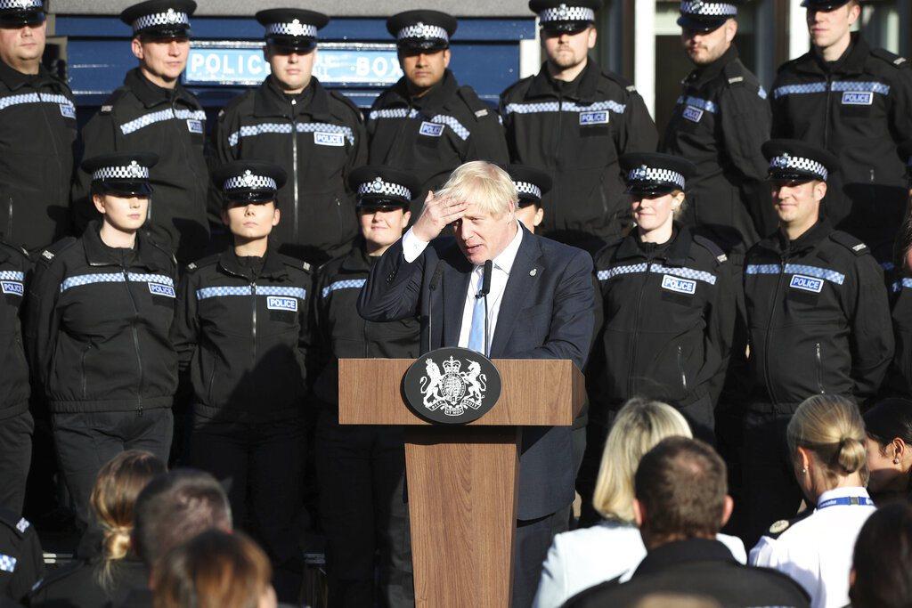 英國首相強生延長國會休會的決定,遭蘇格蘭最高民事法院裁定違法。圖為強生日前演說談...
