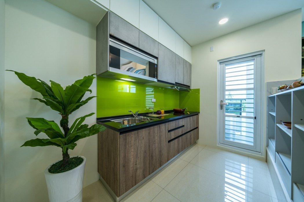 時尚美學廚房,採用最受日本現代家庭青睞的高CP 值感應爐。圖片提供/豐大建築團隊