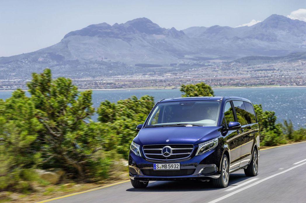 本月入主V-Class是實現家庭完美用車計畫與豪華商旅夢想的最佳時機。