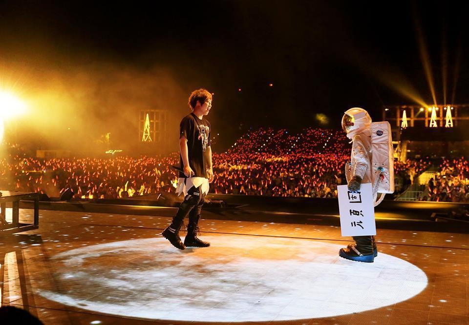 圖為五月天「香港人生無限公司」Day 2演唱會畫面。圖/擷自facebook。