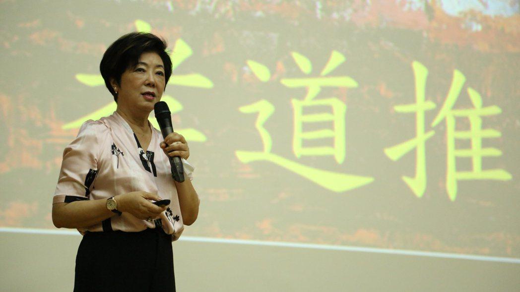 張淑芬近期持續到各地演講,分享當志工的心得。 圖/曾宛琳攝影