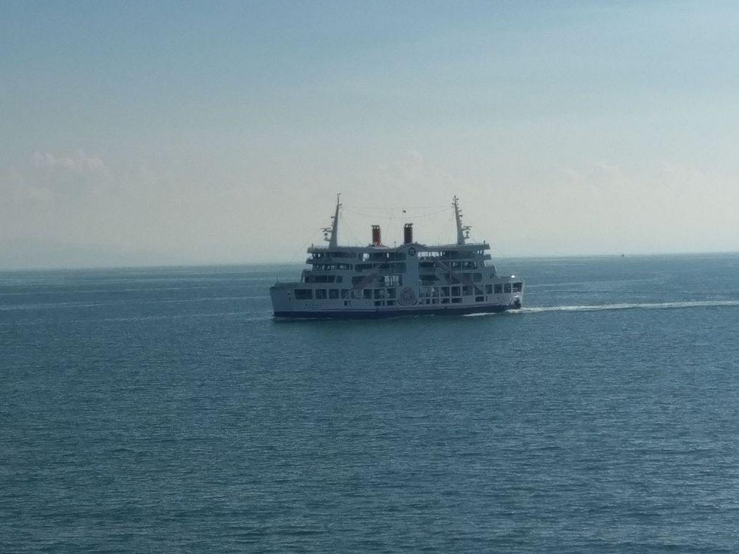 另一艘渡輪由櫻島港前往鹿兒島港