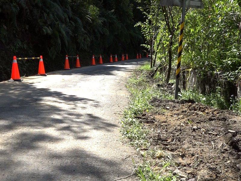 平溪區東勢里農路寬才兩米半,地方多年努力爭取下,道路拓寬工程預計將在今年11月完工,並且帶動自然生態的觀光路線。 圖/觀天下有線電視提供