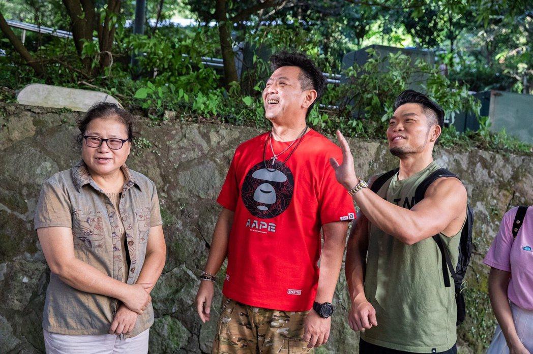 庹宗康和李玖哲一起上陽明山。圖/衛視中文台提供