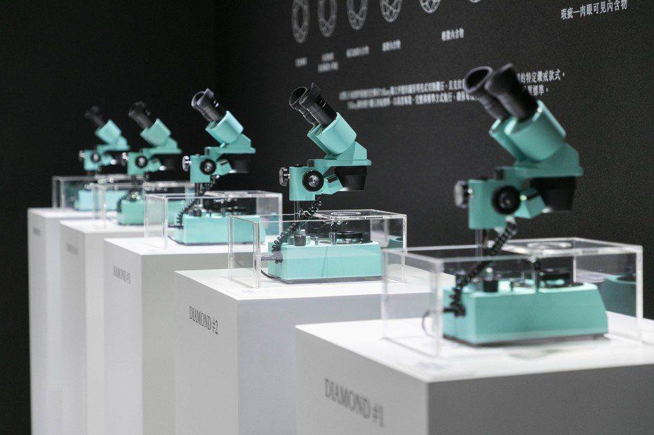 進入鑽石實驗室,可深度瞭解4C標準(切割、淨度、成色與克拉重量),透過現場專業器材:顯微鏡、比色石與打磨機,一同發掘並探索每項標準的重要性。圖/ Tiffany & Co. 提供