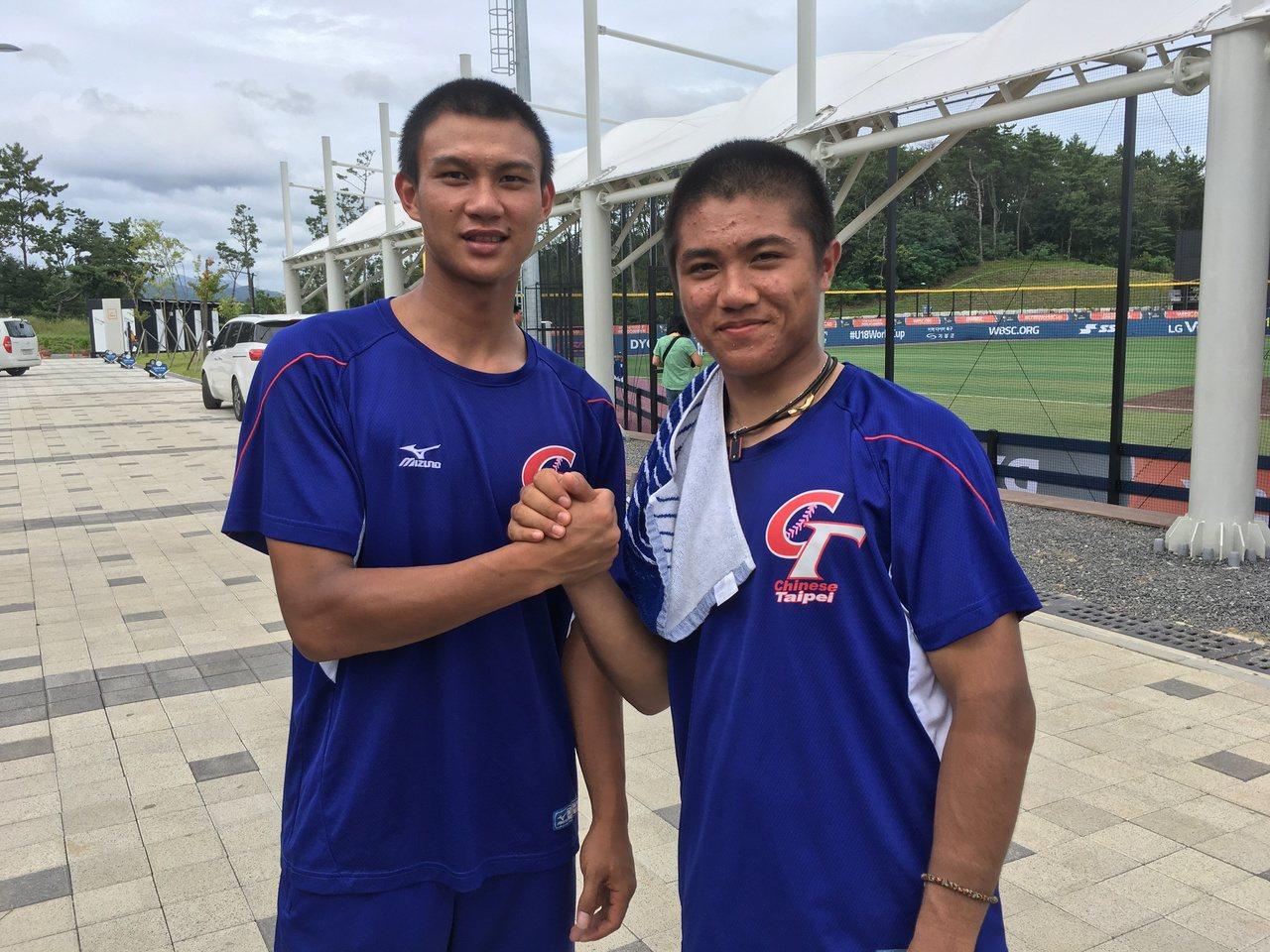 中華隊岳政華(左)、林政華(右)對澳洲合計敲出6支安打。記者葉姵妤/攝影