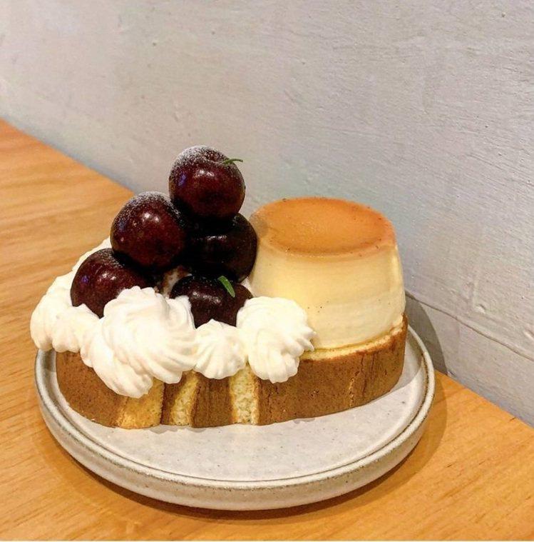 「閑閑」的蛋糕捲採用當令新鮮水果用料不手軟。IG @boo3629提供
