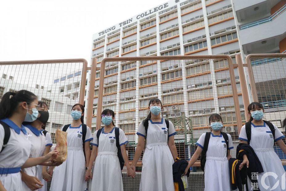 香港學生築人鏈。圖/香港01新聞