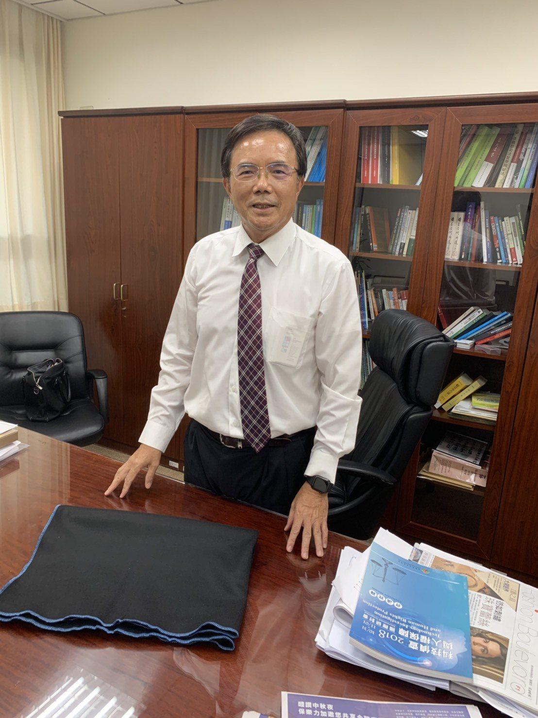 法務部政務次長蔡碧仲發言惹議,他今天下班前喊冤。記者王聖藜/攝影