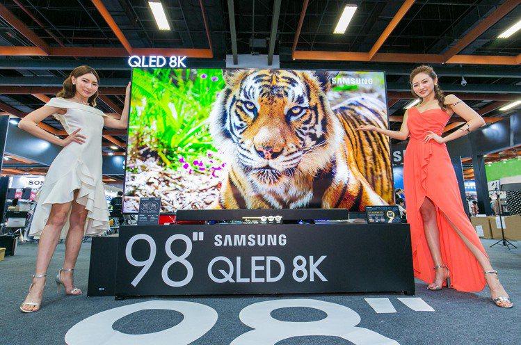 台灣市售最大尺寸的三星98吋QLED 8K量子電視即將上市。圖/三星提供