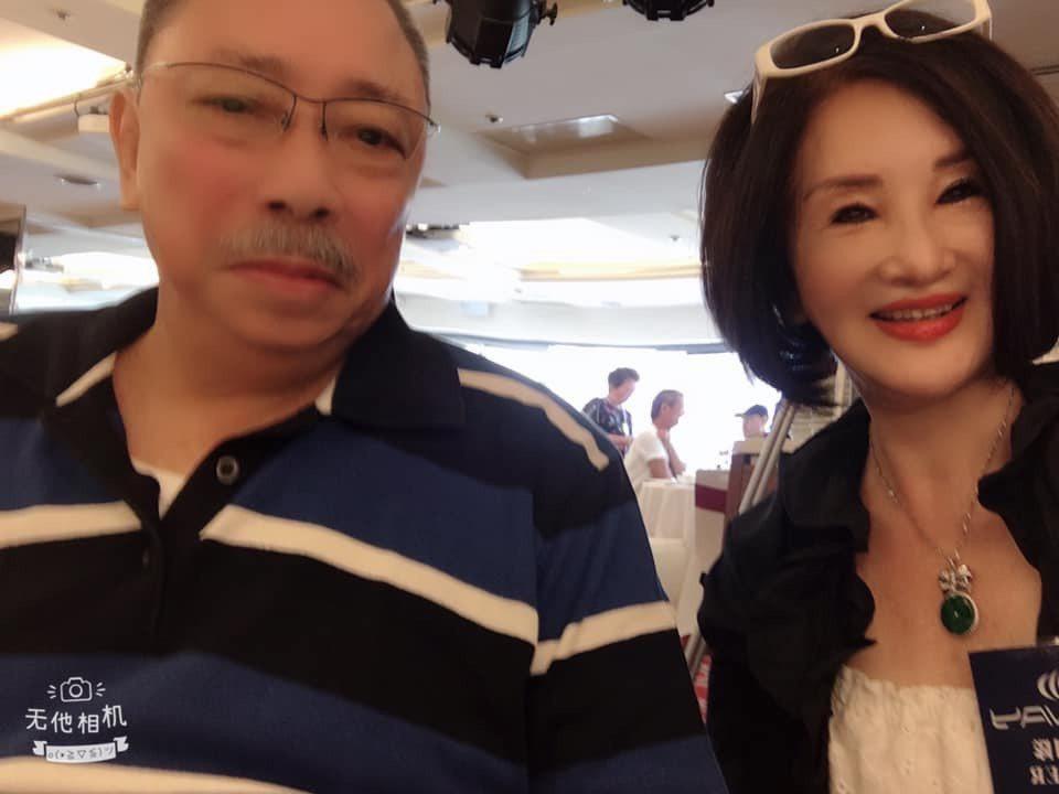 恬娃出席關懷演藝人員中秋餐會,和陳松勇合照。圖/摘自臉書