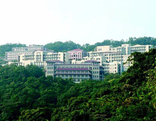 位於新北石碇山區的華梵大學,主打精緻「山林書院」風格。 圖/華梵大學提供