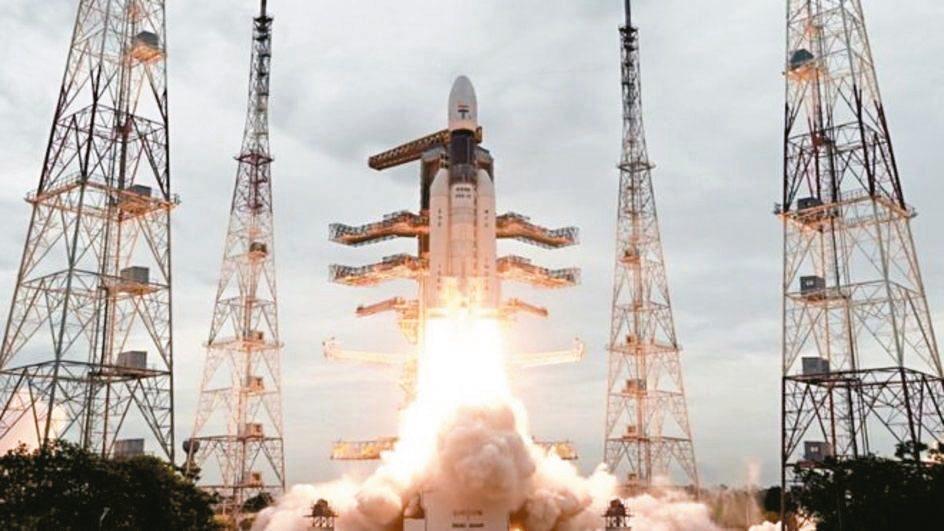 印度「月球飛船二號」7月22日升空,預計今天登陸月球南極附近,但未成功。 路透