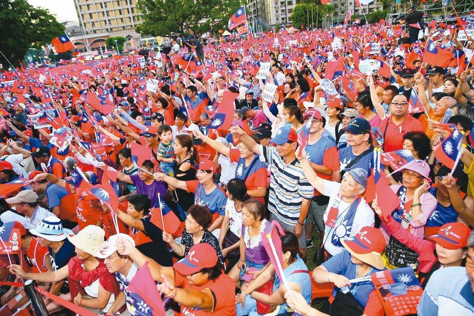 高雄市長韓國瑜明天回防故鄉新北市,重啟最擅長的造勢大會競選模式,盼再現六一凱道20萬人相挺盛況。 圖/聯合報系資料照片