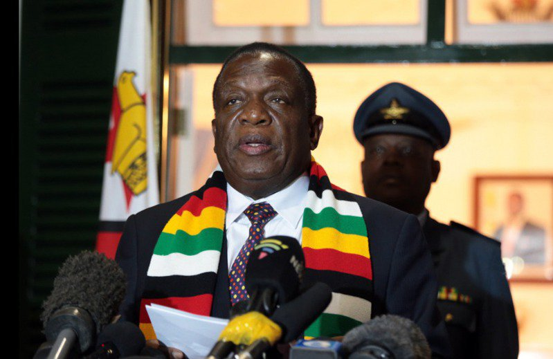 辛巴威總統姆南加瓦(Emmerson Mnangagwa)宣布,已辭世的前領袖穆加比(Robert Mugabe)為「國家英雄」,舉國哀悼將至他下葬為止。 歐新社