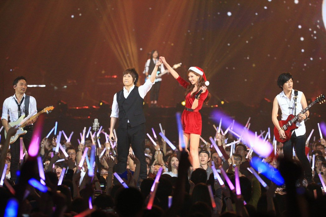 五月天日前在台北小巨蛋舉行演唱會,林志玲以嘉賓身分登場。圖/報系資料照