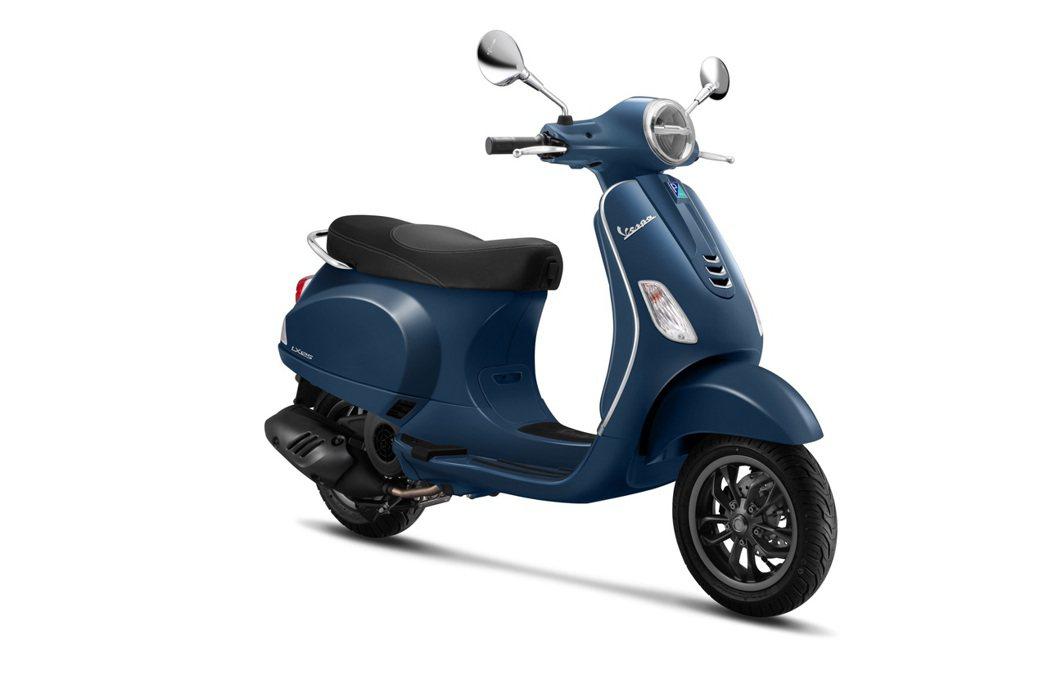 Vespa全新LX 125 i-get FL「靛空藍」。 圖/Vespa提供