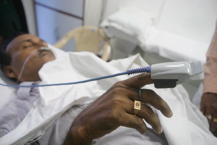 印度醫療環境惡劣,圖非當事人。歐新社