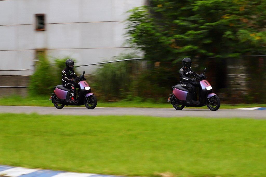 電動馬達的輸出特性下,Gogoro S2 ABS中段速度的推升力道,可是同級燃油...
