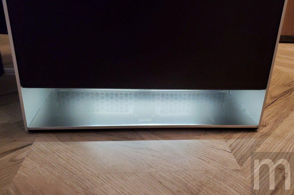 底下的燈光設計不僅可作為情境燈使用,更可讓使用者確認冰箱運作狀態