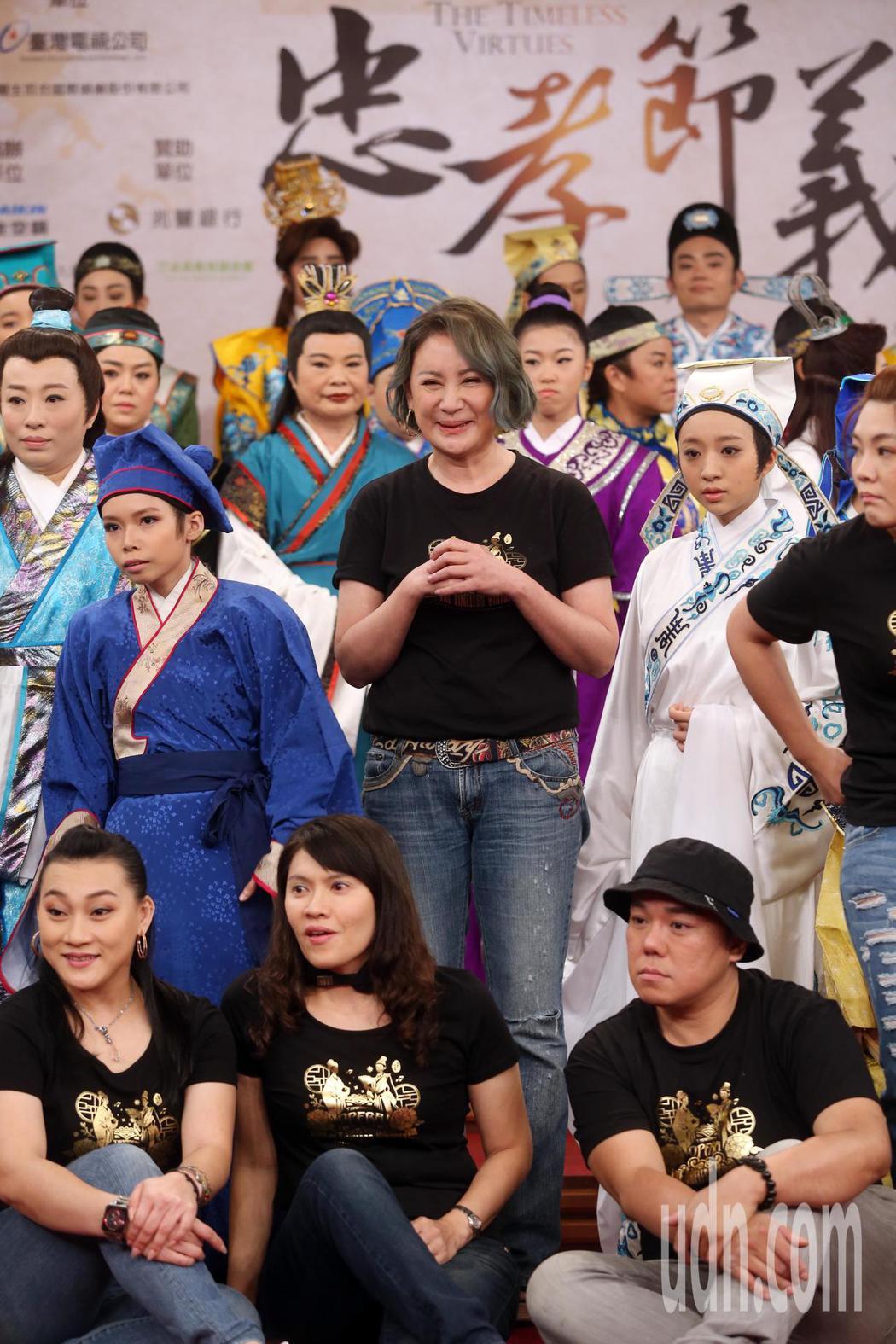 陳亞蘭等人下午出席楊麗花歌仔戲「忠孝節義」人人都是楊麗花活動 。記者曾吉松/攝影
