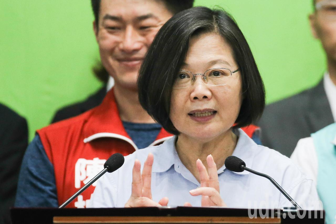 蔡英文總統說,這一陣子看到香港的情況,令人擔心,要避免台灣變成香港,就是要守護自...