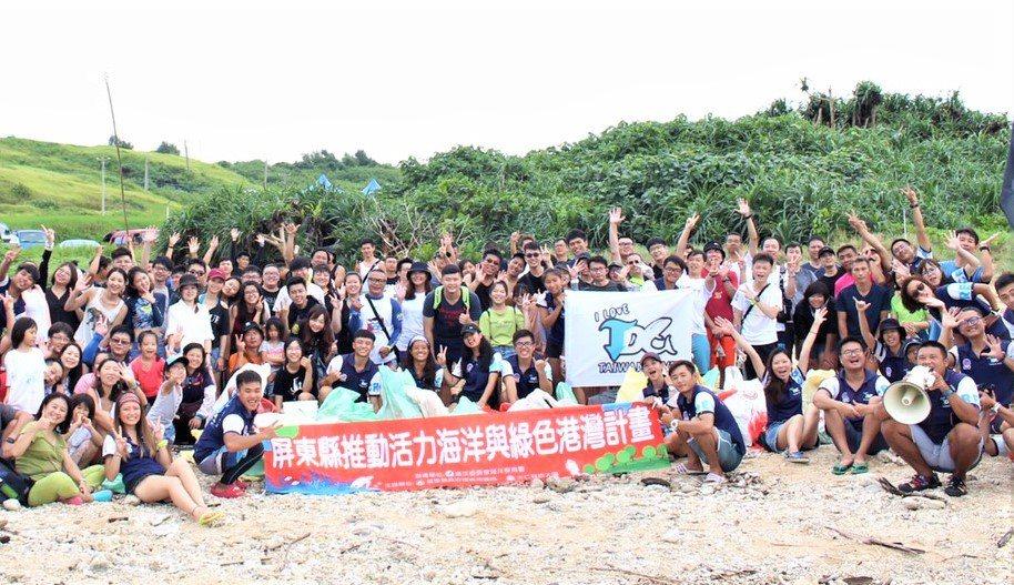 台灣潛水中心連續11年在墾丁後壁湖沙灘發起「海洋清潔日」淨海淨灘,150名參與者...