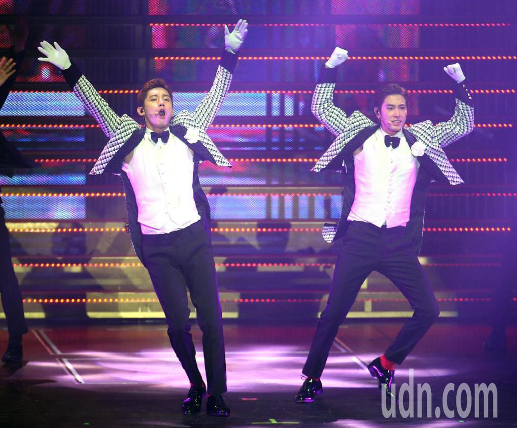 南韓團體「東方神起」睽違4年多,晚間再次登上台灣舞台。記者林澔一/攝影