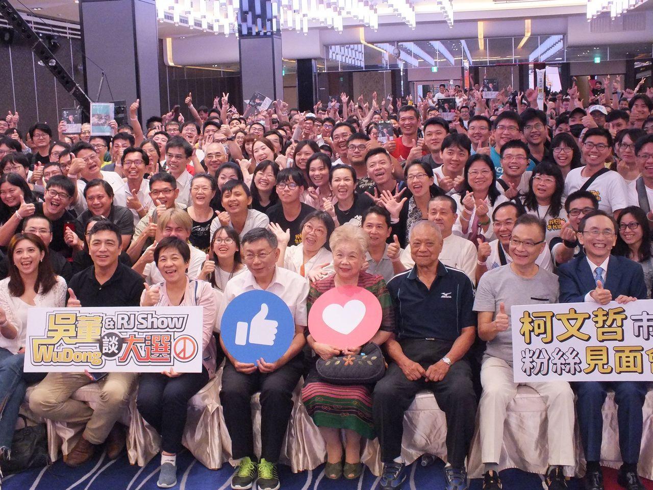 台北市長柯文哲今晚在台中會粉絲。記者趙容萱/攝影