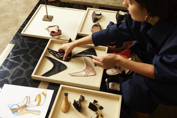 FENDI於9月28日之前在全台各專門店推出鞋履訂製服務。圖/FENDI提供