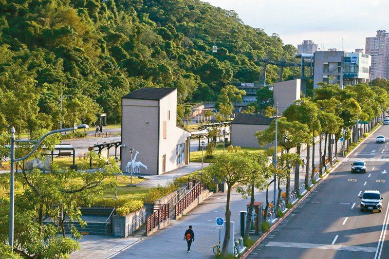 前身為園外服務中心的台北市立動物園「Zoo Mall」基地閒置多年,近日開發案又生波折。 記者魏莨伊/攝影