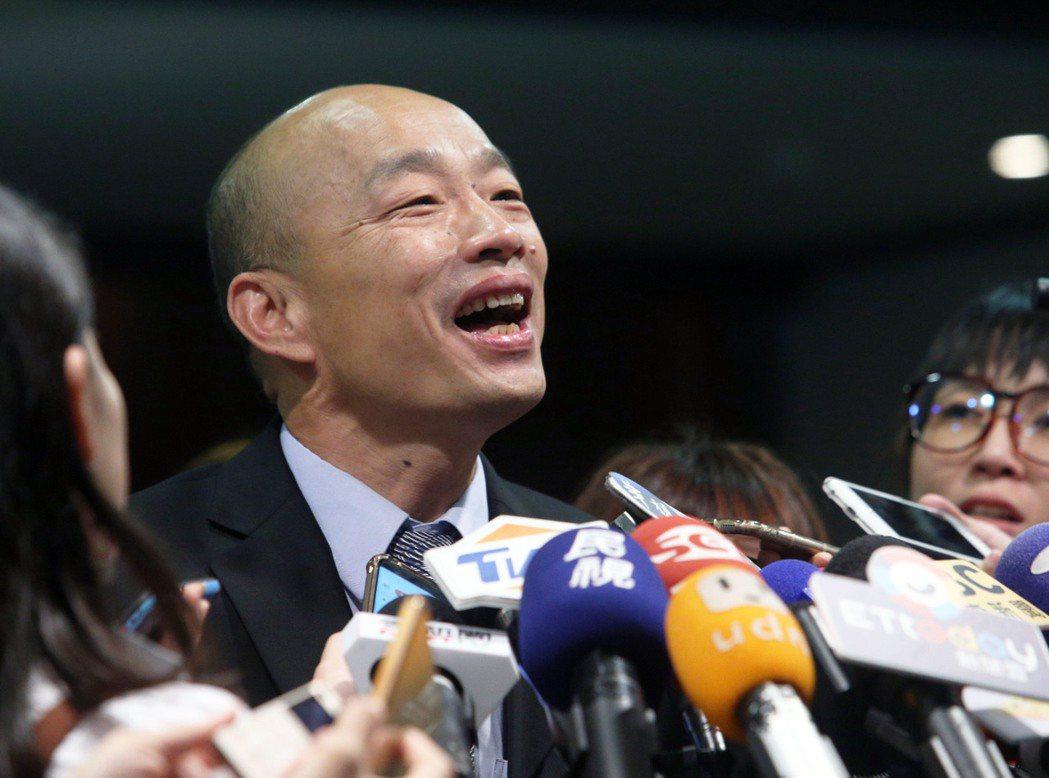 國民黨總統參選人韓國瑜因「等了日本人25分鐘」惹議,讓挺韓名嘴、學者為他辯護時越...
