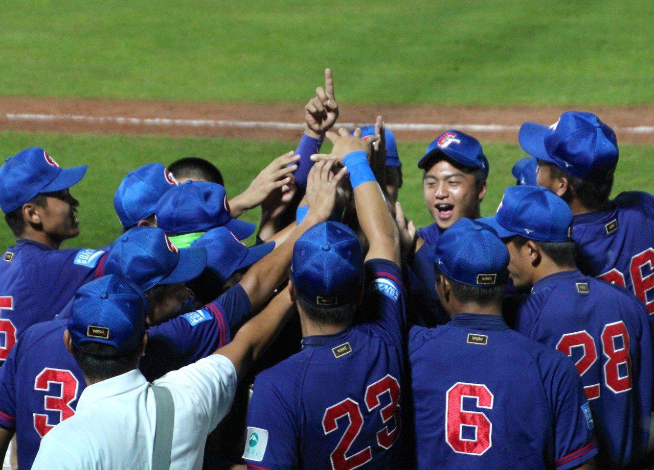 台灣勇奪今年U-18世界杯棒球賽冠軍。 照片/翻攝自蔡英文總統臉書、棒協提供